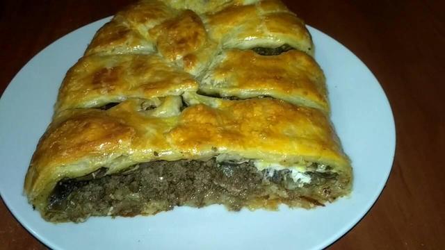 Фото к рецепту: Мясной пирог с грибами.