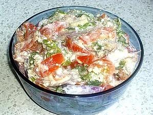Фото к рецепту: Салат из помидоров с творогом