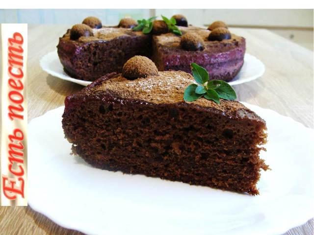 Фото к рецепту: Шоколадный пирог с фруктовой пропиткой
