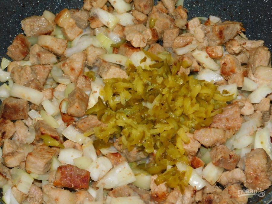 Свинина с маринованными огурцами, тушеная в горчичном соусе - фото шаг 3