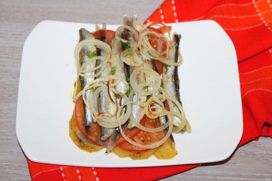 Мойва с картошкой в духовке - фото шаг 11