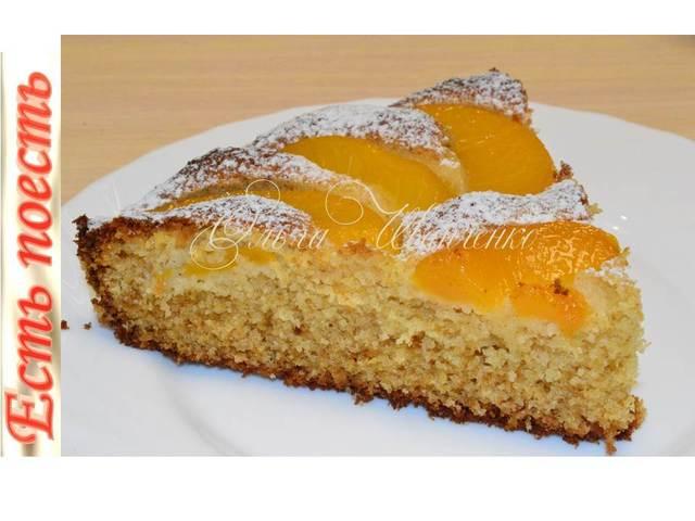 Фото к рецепту: Рассыпчатый пирог с персиками