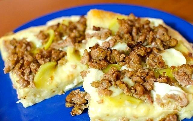 Пицца с фаршем и картофелем - фото шаг 5
