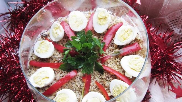 Фото к рецепту: Легкий праздничный салат
