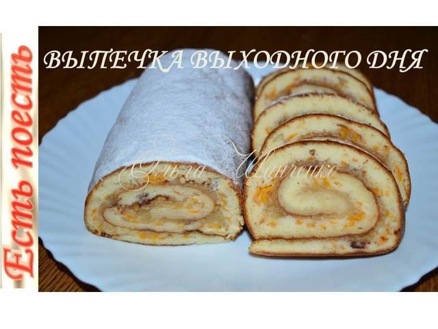 Фото к рецепту: Рулет медовый с яблоками выпекается с начинкой