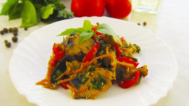 Фото к рецепту: Обалденный мясной салат с баклажанами! попробуйте и удивите своих гостей!