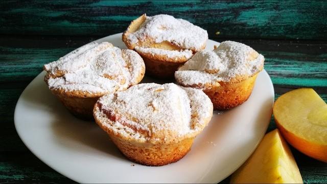 Фото к рецепту: Мини шарлотки с яблоками