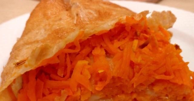 Фото к рецепту: Ленивый пирог рулет с тыквой за 5 минут из лаваша без теста