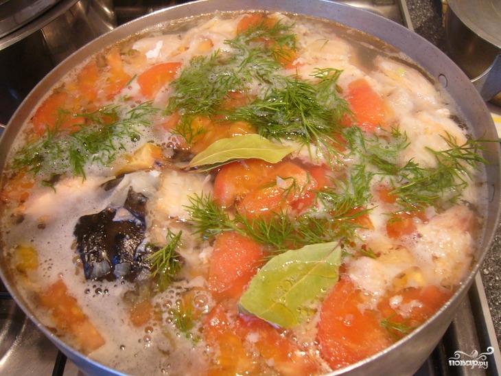Уха из семги с помидорами - фото шаг 5