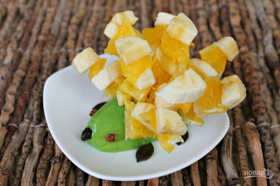 Ёжик из фруктов - фото шаг 6