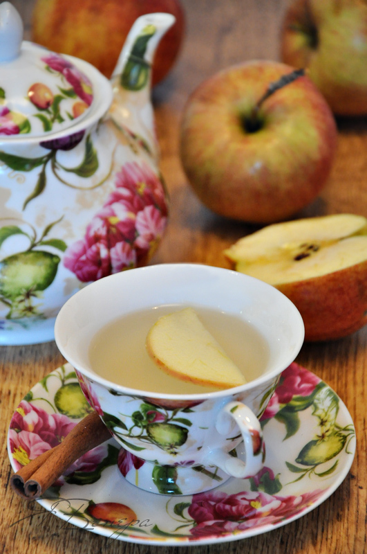 Фото к рецепту: Имбирный чай с корицей, яблоком и мёдом (согревающий, полезный, вкусный)