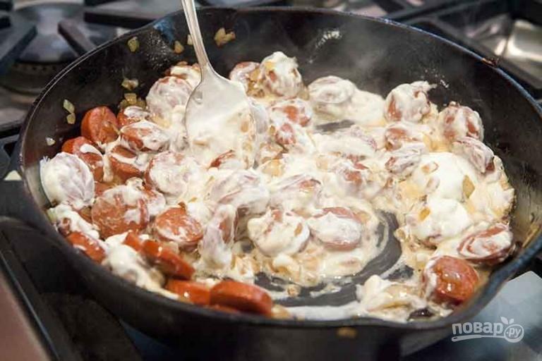 Сосиски в сметанном соусе - фото шаг 3