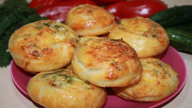 Фото к рецепту: Разлетелись в один миг. вкусные несладкие булочки.