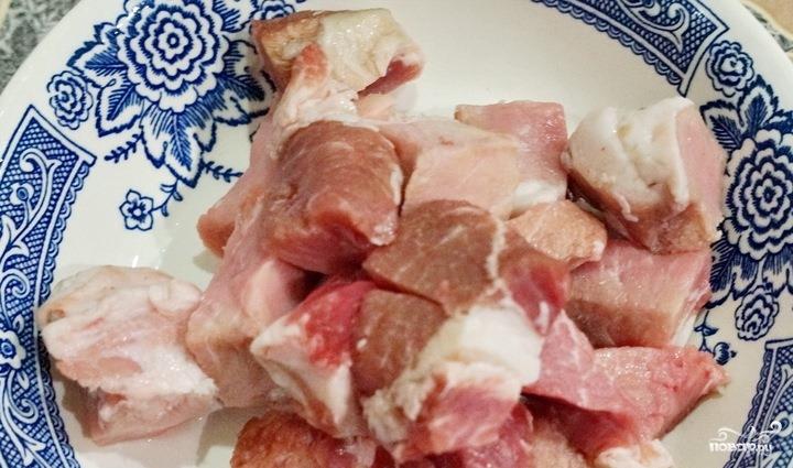 Тушеная капуста в казане со свининой - фото шаг 1