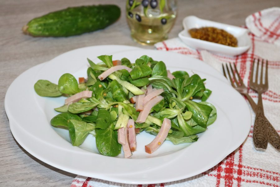 Зелёный салат с ветчиной - фото шаг 10