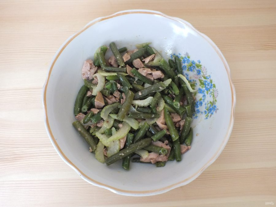 Зеленый салат с печенью трески - фото шаг 4