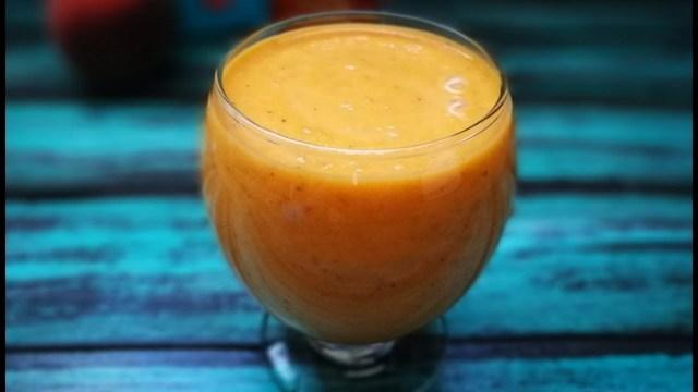 Фото к рецепту: Смузи с морковкой и изюмом