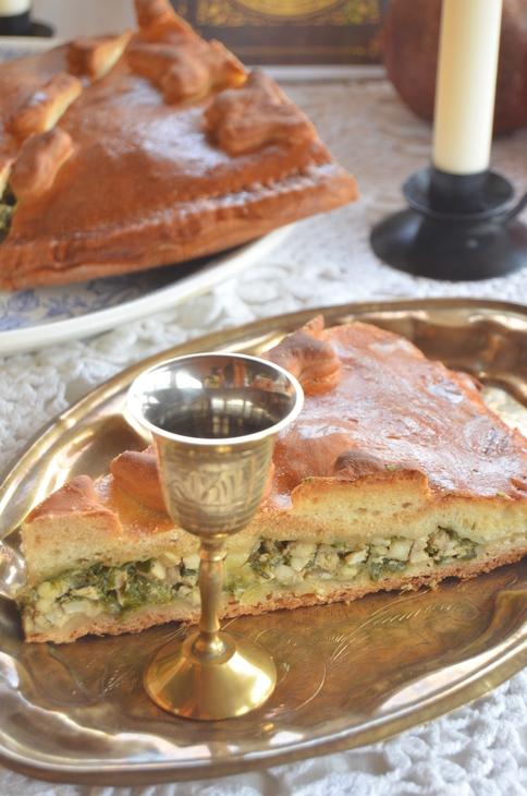 Пресный пирог с яйцом и луком для павла ивановича чичикова.
