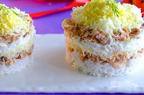 """Салат """"Мимоза"""" с консервой и рисом"""