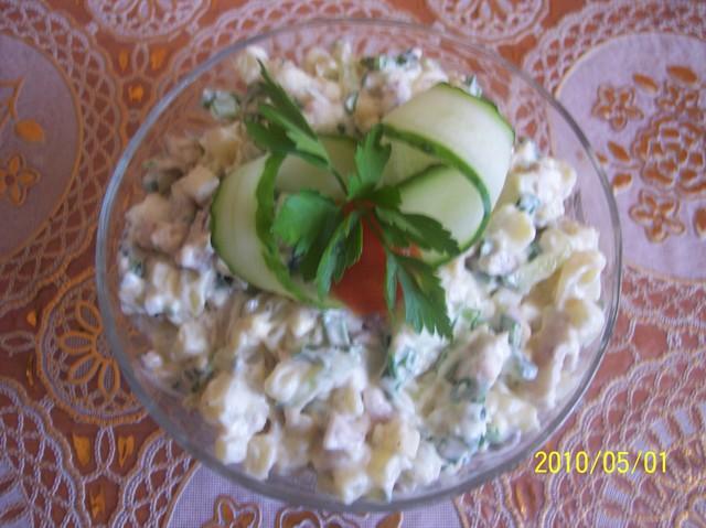 Фото к рецепту: Салат весенний (вариант)