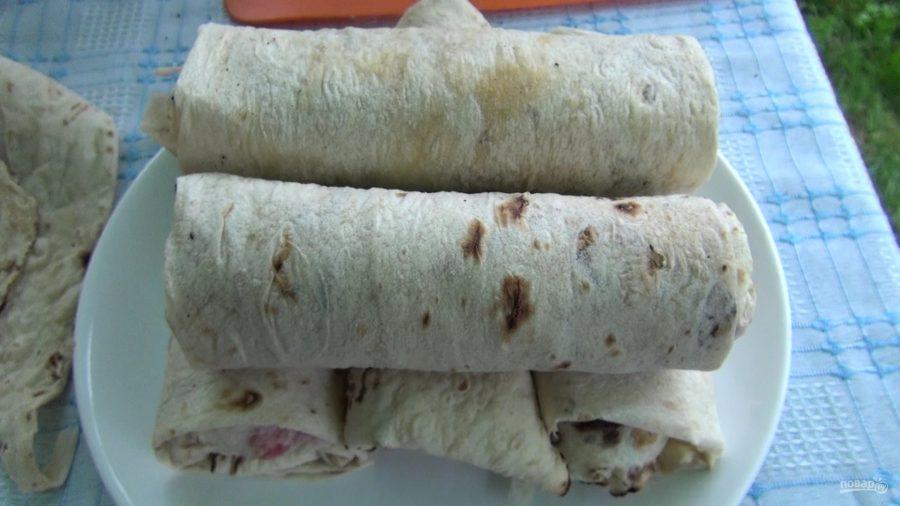 Горячие рулеты с беконом и сыром в лаваше - фото шаг 8