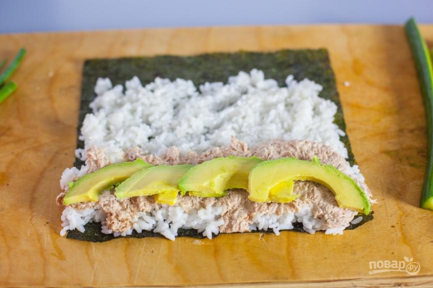 Консервированный тунец с рисом и авокадо - фото шаг 3