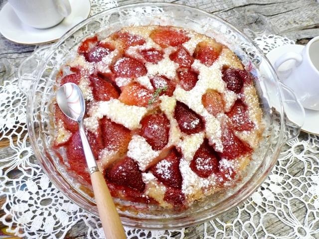 Фото к рецепту: Ванильный пирог с клубникой