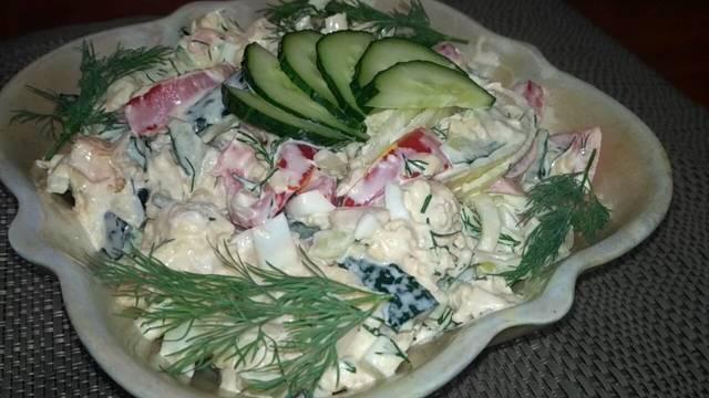 Фото к рецепту: Салат бахор с куриной грудкой и свежими овощами
