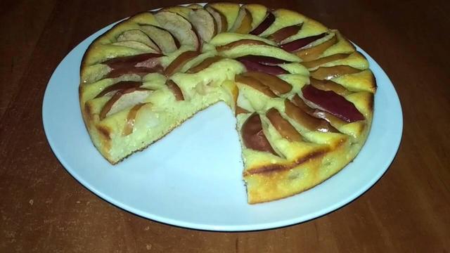 Фото к рецепту: Пирог с яблоками на творожном тесте.