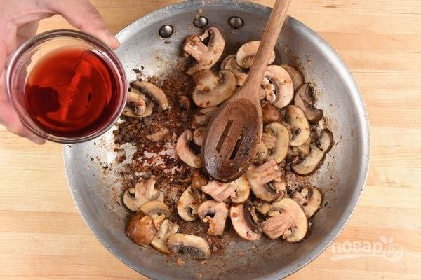 Макароны с шампиньонами и сосисками - фото шаг 4