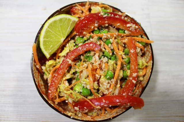 Фото к рецепту: Овощной салат по-тайски