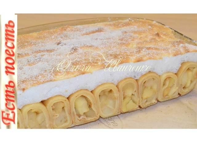 Фото к рецепту: Блинный пирог с яблоками и безе