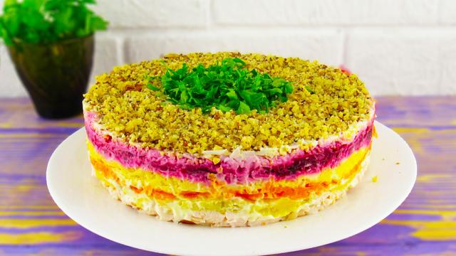 Фото к рецепту: Слоёный салат «мой генерал» на праздничный стол