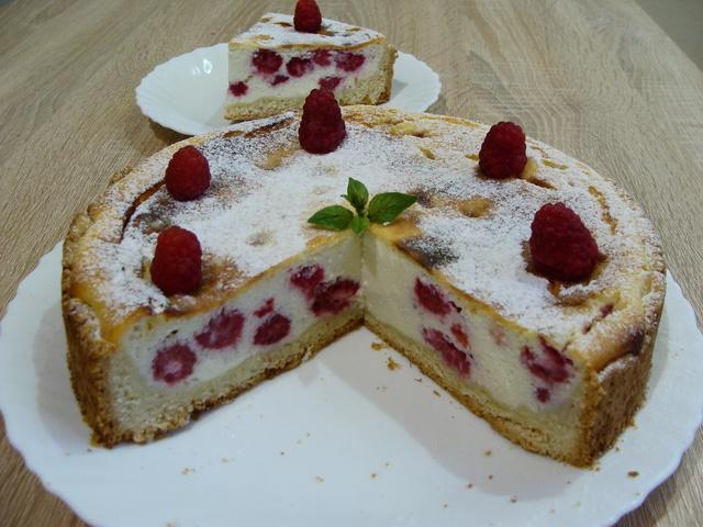 Фото к рецепту: Творожно - малиновый пирог. нежнее не бывает!