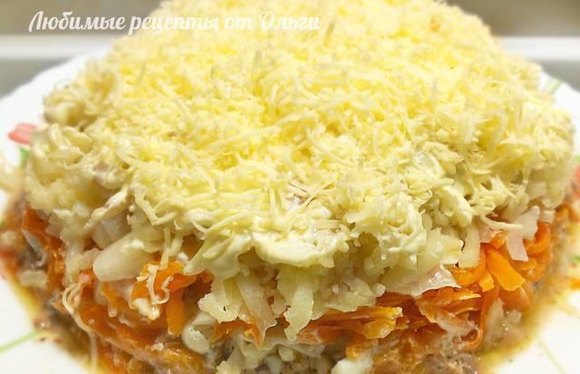 Фото к рецепту: Вкуснейший салат мимоза с сайрой и сыром. все гости в восторге!