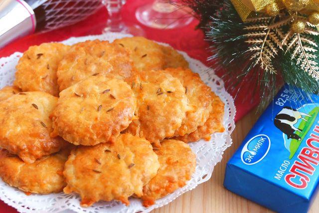 Фото к рецепту: Сырное печенье с пряностями к вину