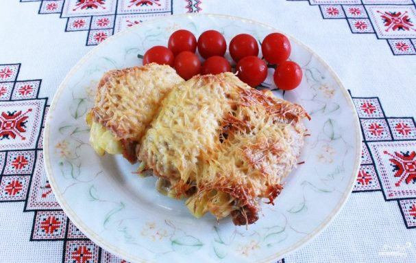 Картошка, запеченная со свининой и сыром