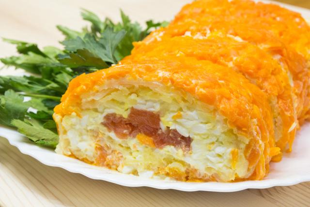 Фото к рецепту: Салат-закуска царский рулет