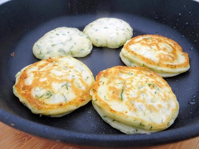 Фото к рецепту: Оладьи с зеленью