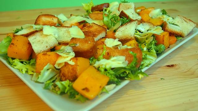 Фото к рецепту: Праздничный салат из тыквы