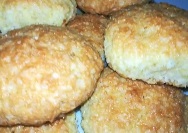 Фото к рецепту: Воздушное кокосовое печенье