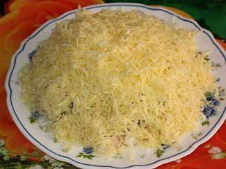 Фото к рецепту: Салат с куриной грудкой и шампиньонами