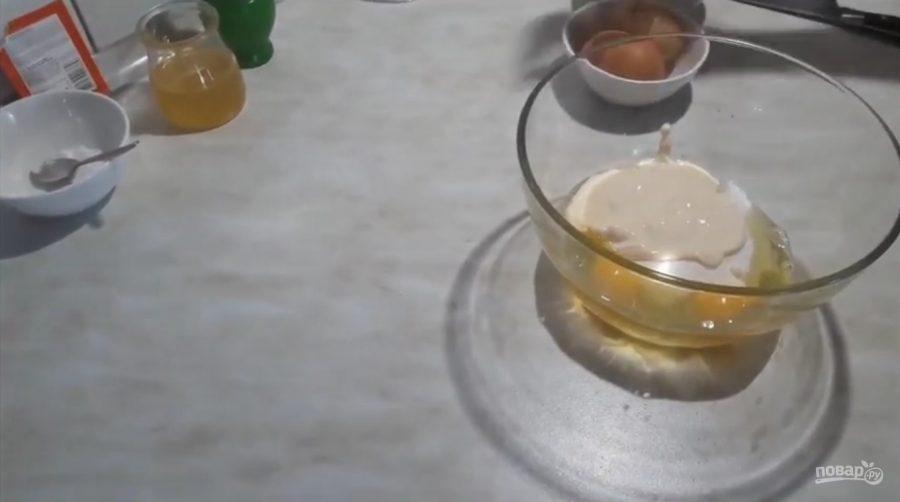 Яблоки в медовом кляре - фото шаг 2