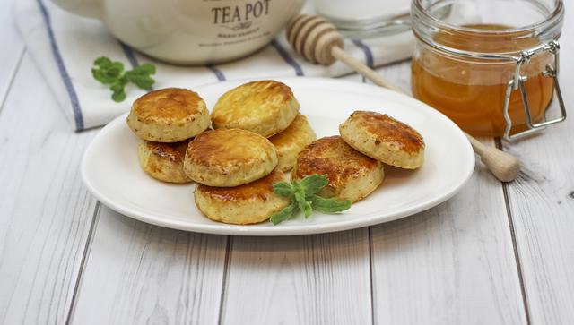 Фото к рецепту: Очень ароматное и вкусное творожное печенье с медом!