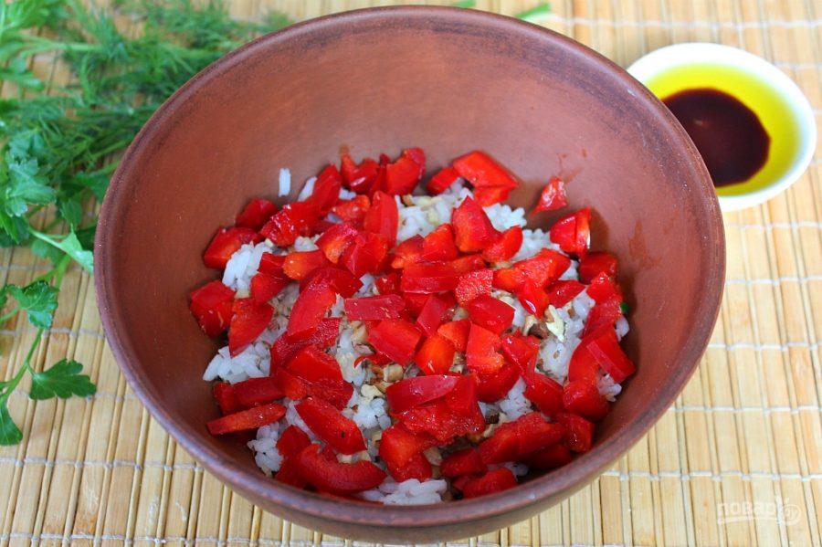 Салат с рисом и колбасой - фото шаг 4