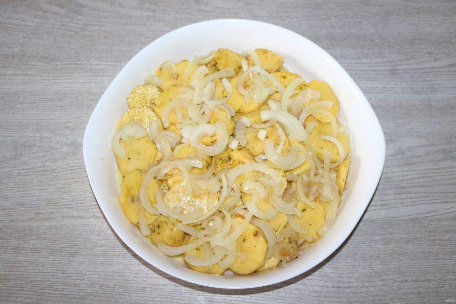Окунь запеченный с картошкой в духовке - фото шаг 7