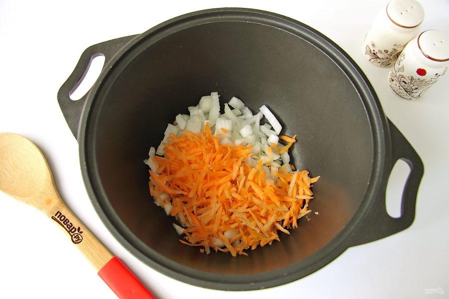 Тушеная капуста с картошкой и колбасой - фото шаг 2