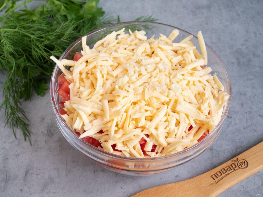 Салат с ветчиной, сухариками и помидорами - фото шаг 4