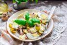 Салат с языком и маринованным луком