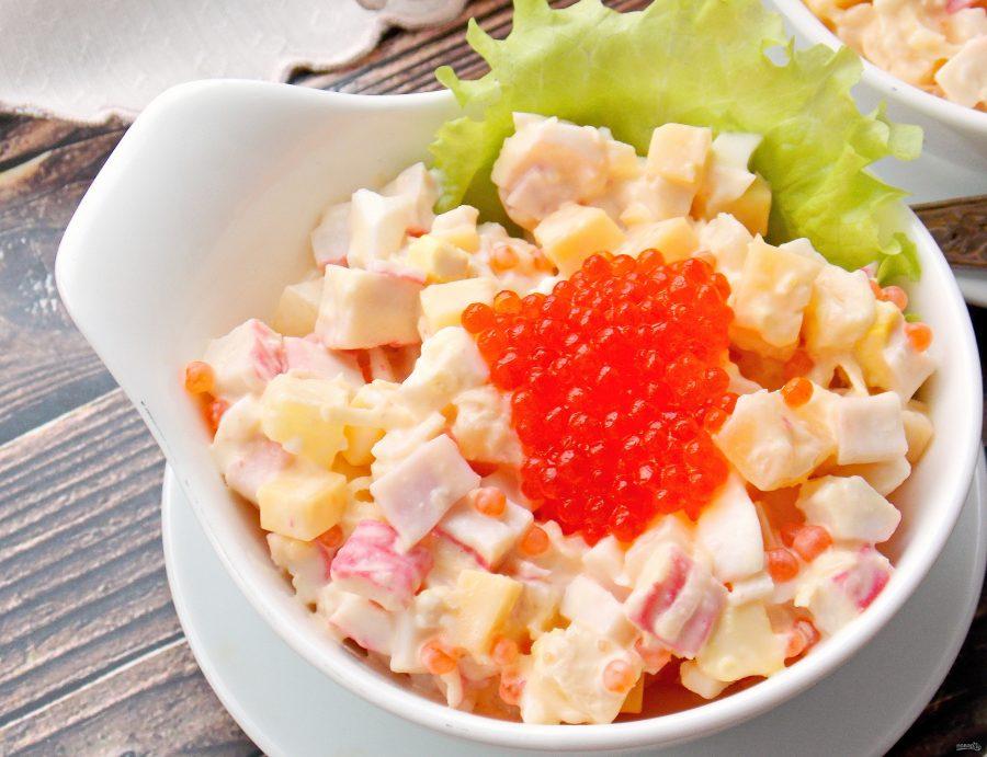 Крабовый салат с икрой - фото шаг 9